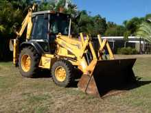 Case Backhoe Super 580 LE 2000 model, vgc. $32,000. Phone 0419687726