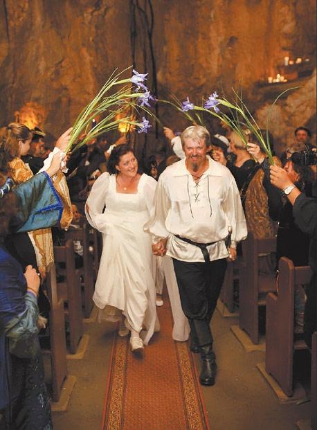 img media images 2010 02 15 krissa dale welfare wedding 151210 t1024