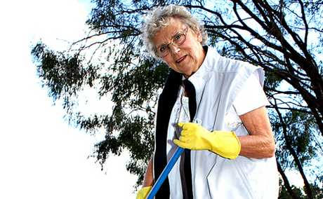 CLEANING UP: Tourist Shirley Nyland is sick of cleaning up rubbish in Melton Park on her daily walks while visiting Biloela.