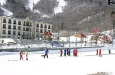The huge learner's terrain at Club Med Yabuli is the perfect spot to hone your snow skiing skills.