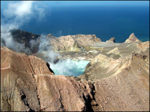 White Island crater lake