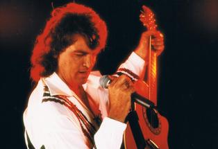The Neil Diamond Super Hits Show, featuring Steve Cummins, is coming to the Bay this weekend.