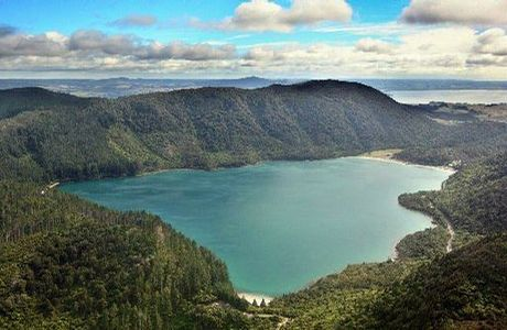 Tikitapu (Blue Lake)