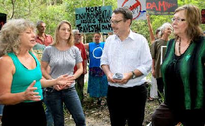 Greens Party candidates for Tweed, Andrea Vickers, and for Lismore, Susan Stock, with Upper House MP Dr John Kaye yesterday met with opponents of the planned Byrrill Creek Dam including Joanne Gardner (left).