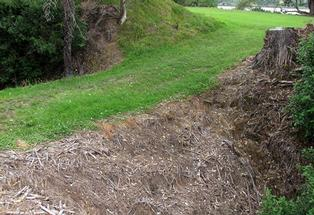 The earth bridge into the Ongarahu Pa site at Huharua Park, Plummer&#39;s Point.