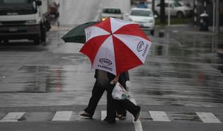 UMBRELLAS OUT: The weather front bringing heavy rain to the west coast of New Zealand is expected to deliver rain to the Bay of Plenty as well.