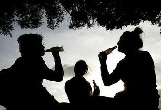 The refusal of politicians to raise the drinking age is irresponsible.