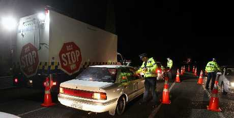 STOP: Police set up one of Friday night's checkpoints on Havelock Rd, the busy link between Hastings and Havelock North. PHOTO/DUNCAN BROWN HBT111351-01