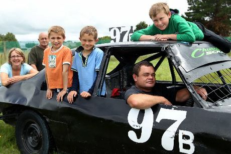 FAMILY AFFAIR: James Churchward in the driver&#39;s seat with his family and pit crew, from left, wife Sonya, father Jim and children Ethan Howie-Churchward, Travis Churchward and Joshua Howie-Churchward, in the buildup to Friday night&#39;s national championship meeting in Gisborne. PHOTO/DUNCAN BROWN HBT120437-01