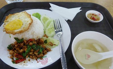 Lok Lak and rice Cambodian food court style.