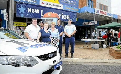 Police joined forces with the St George Bank, Grafton District Services Club and the Grafton Bakery Cafe to host a barbecue fundraiser for the family of the late David Rixon.