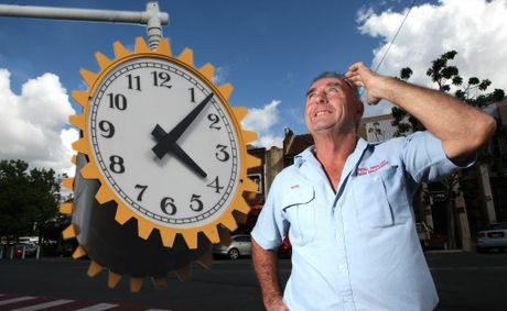 Noel Graham looking at Murwillumbah's town clock, which resets itself automatically for daylight saving.