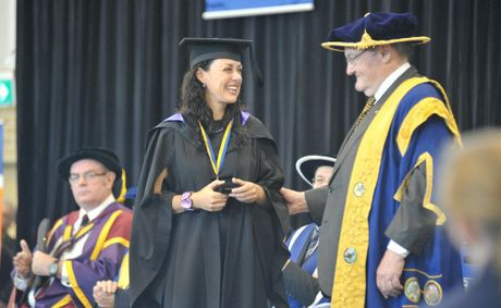 Jennifer Rees Brown receives her University Medal from Chancellor, The Honourable John Robert Arthur Dowd, AO QC.