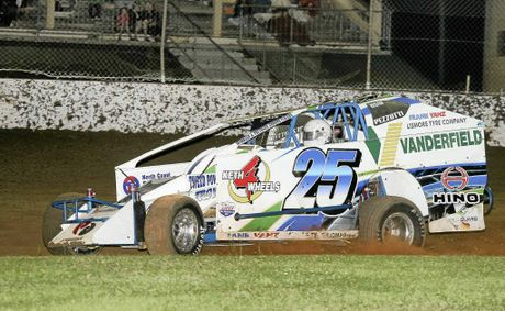 Andrew Pezzutti puts his NSW V8 Dirt Modified Championship on the line at Lucas Oil Lismore Speedway this Easter.