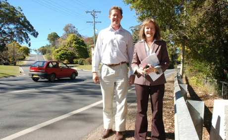 Luke Hartsuyker and Mayor Rhonda Hoban re Riversider drive road funding. pic by Claire Simmons
