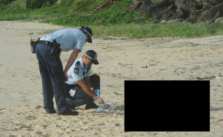 Police on the beach at Palm Beach with the man&#39;s body.