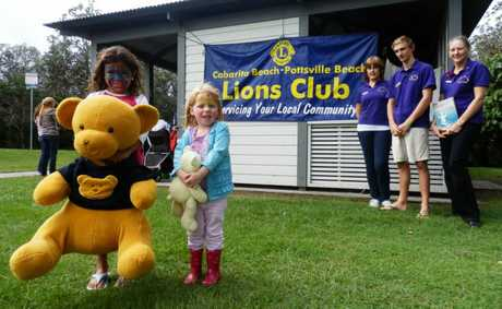 Annie-Mae Wales, 7, from Cabarita, Zoe Gray, 3, from Pottsville, Leos co-ordinator Yvonne Lees, Leos treasurer Callum Watts and club president Vicky Hansen.