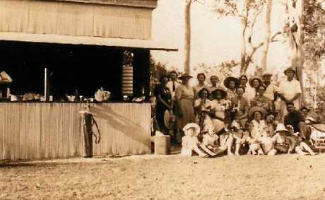 The first Miriam Vale Golf Club's clubhouse (year of photo is unknown).