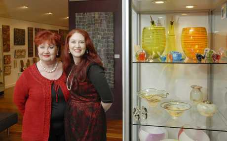 Diane Elsden (left) wih her daughter Rosie O'Sullivan at Tosari Galleries. Photo Contributed.