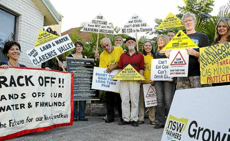 Geoff Welham (centre) joined the CSGA to voice his opposition to coal seam gas.