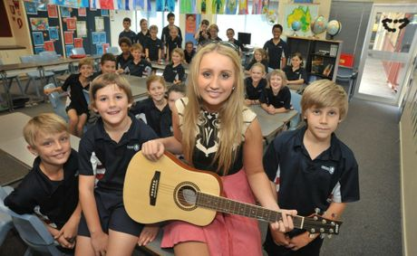 Emily Brown visits Suncoast Christian College primary school students.