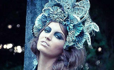 Model Cacharel Caswell wears Hannah Graham&#39;s winning headpiece.