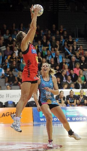Waikato/Bay of Plenty Magic's Irene van Dyk (left) and Southern Steel Storm Puruis. Photo / Mark McKeown @ Musae Studios