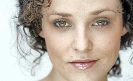 Lucy Maunder to star in Noosa.