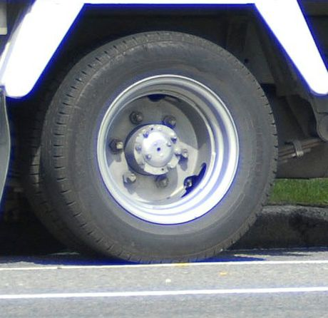 Some truck drivers are engaging in unsafe practices such as taking shortcuts and using stimulants, the union for road transport workers says.