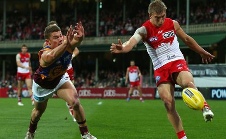 Kieren Jack of the Swans kicks during the round 15 AFL match between the Sydney Swans and the Brisbane Lions at the Sydney Cricket Ground