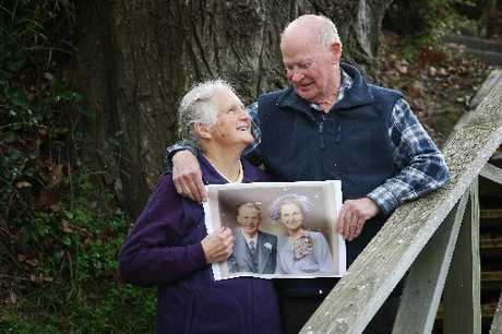 Len and Esther Scarlett with a colour copy of their lost wedding photograph from 1953.