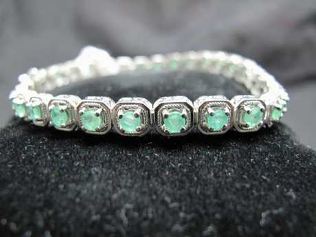 Emerald bracelet for auction