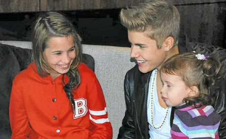 Megan Roe (L) meets Justin Bieber thanks to Make-A-Wish Australia.