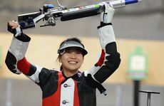 China's Yi Siling has won the first gold medal of the London Olympics.