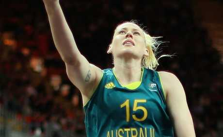 Lauren Jackson (pic) has helped Australia to a 70-66 victory over Russia.