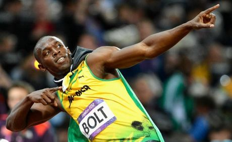 Usain Bolt is through to the semi-finals of the men's 200 metre final.