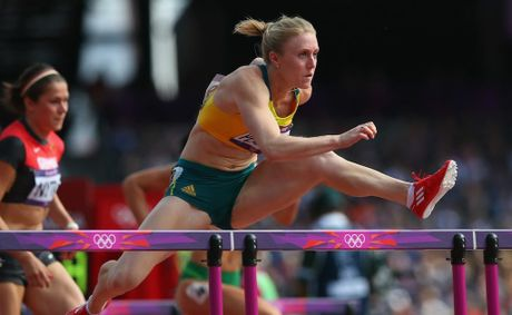 Sally Pearson has broken the Olympic record for the women's 100 metre hurdles.