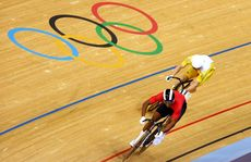 Shane Perkins hunts down Njisane Nicholas Phillip for the bronze medal in the men's sprint.