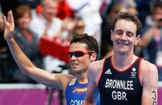 Alistair Brownlee leads home Spaniard Javier Gomez in the men&#39;s triathlon. 