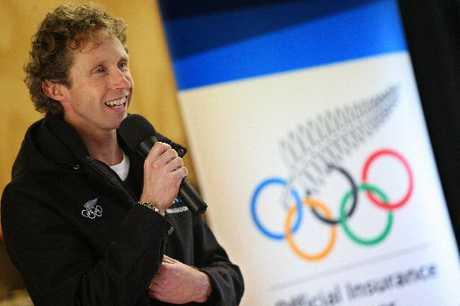 Former Olympic champ Hamish Carter talks to children at Gate Pa School about how important it is to follow your dream. Photo / Mark McKeown