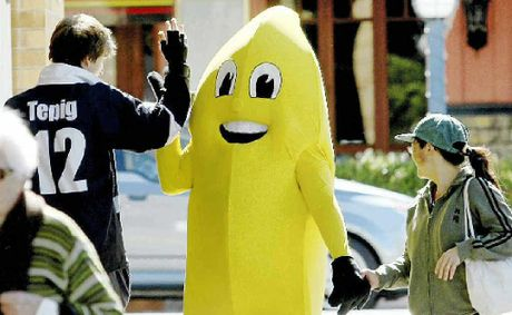 Banana Jim about to get a high five as he walks the street at Murwillumbah.