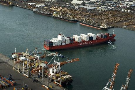 Three out of four major exporters favour the Port of Tauranga over its rival, Ports of Auckland.