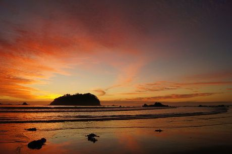 A beautiful sunrise looking out from Main Mount Beach was captured by Kaye Finlayson.