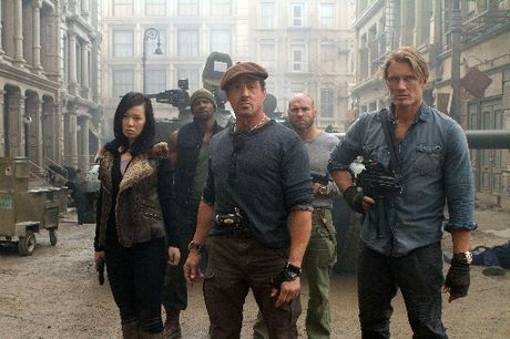 Sylvester Stallone&#39;s Barney Ross and his team of mercenaries set out to retrieve an electronic map from a crashed plane.
