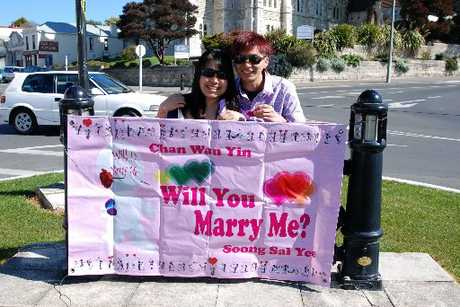SWEETHEARTS ON TOUR: Wan Yin and Soong Sai Yee pose for a photo in Oamaru on their romantic South Island getaway. PHOTO/CAROL EDWARDS