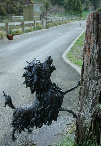A bronze statue of Hairy Maclary