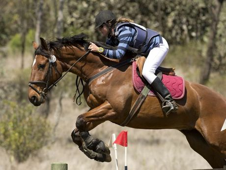 Mary Bates rides Nandawar Makalu in the preliminary class cross country.
