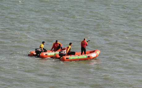 Search and rescue volunteers are looking for a man who didn't make it to shore after his dingy sank.