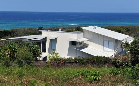 Former prime minister Kevin Rudd's holiday house at Castaways Beach is available for rent.