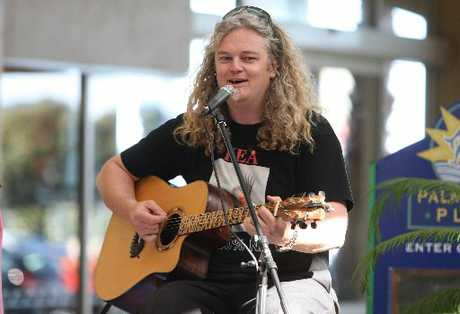 Wonky Donkey creator Craig Smith performed a collection of his songs in a free concert at Papamoa yesterday.